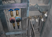 Установка счетчиков холодной и горячей воды, монтаж выводов под сантехнические приборы
