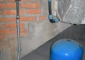 Узел ввода от скважинного насоса с гидроаккумулятором