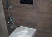 Установка консольного унитаза с гигиеническим душем